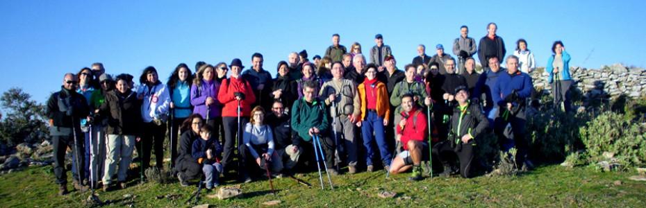 Parte del grupo ASTOLL en la clásica Ruta de Las Tres Sierras para iniciar el año senderista